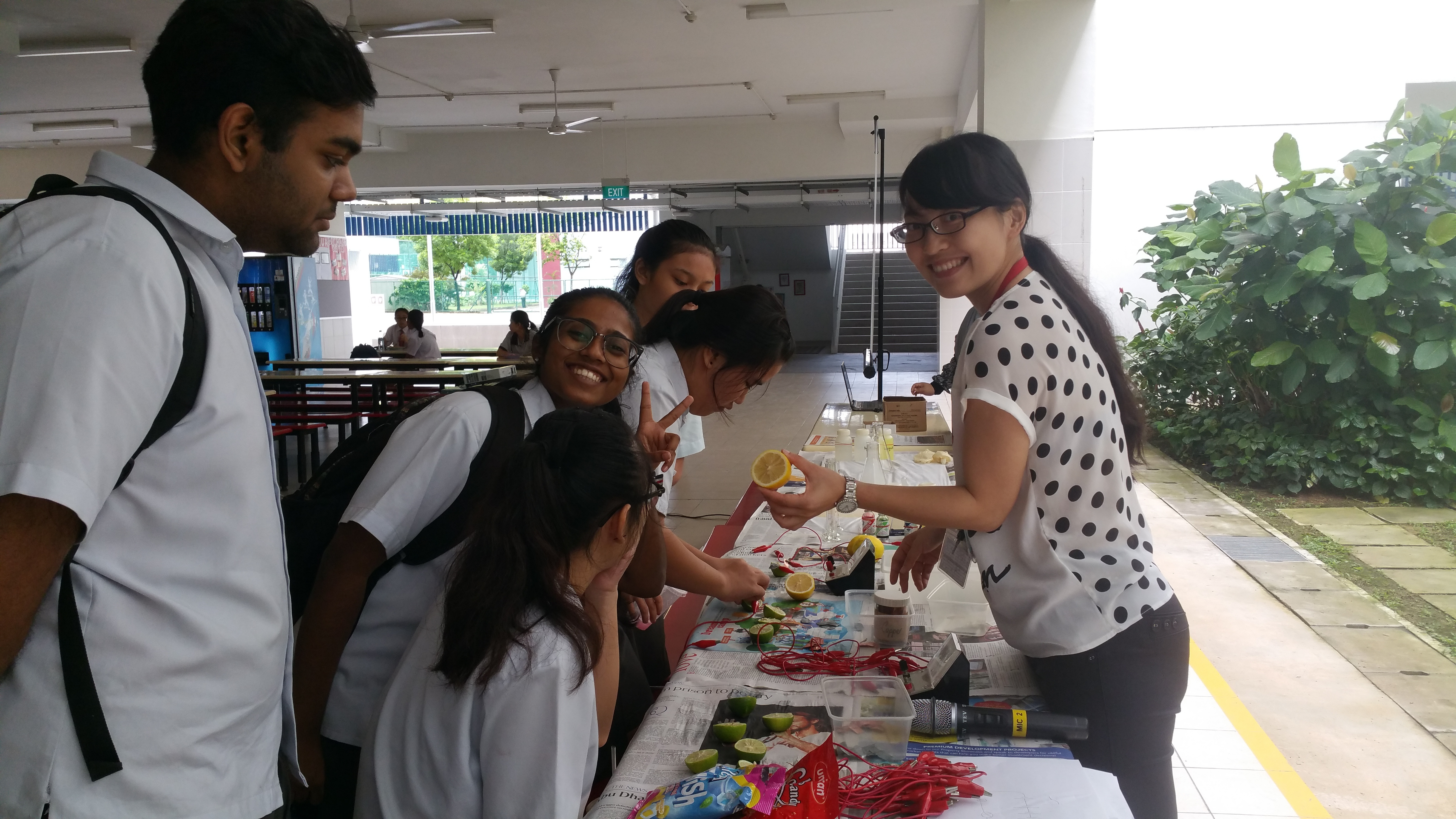 Science Fringe Activity at MathnifiScience week.jpg